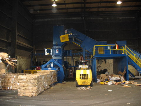 baler_feed_conveyor_with_sorting_station-1